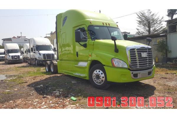 Đầu kéo Mỹ 2 giường Freightliner Cascadia máy detroit
