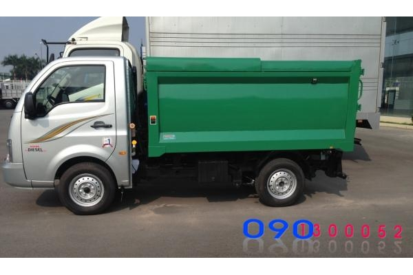 Xe chở rác mini Tata Super Ace 1 tấn vào ngõ hẽm thành phố