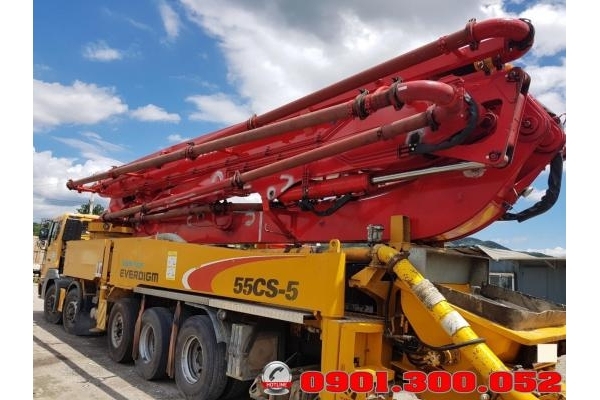 Xe bơm bê tông 5 chân Daewoo: Bơm cần Everdigm 52 mét